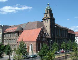 Foto des WiWi-Fakultätsgebäudes
